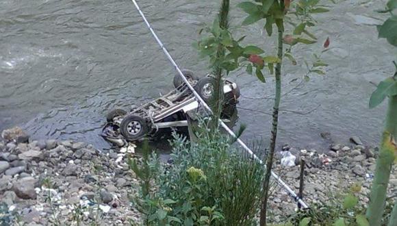 Huaraz: policía murió tras vuelco de su camioneta al río Santa