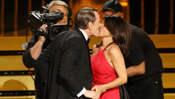"""Julia Louis Dreyfus: """"Bryan Cranston es un buen besador"""""""