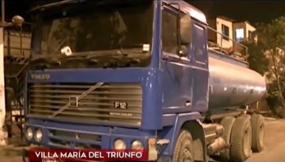 Cisterna se estrelló contra viviendas y provocó muerte de menor de edad en Villa María del Triunfo. (Captura: América Noticias)
