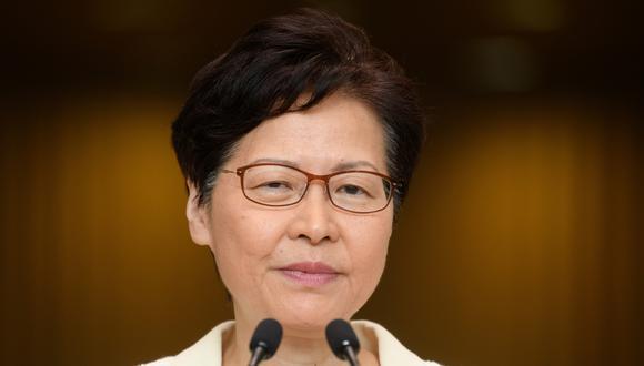 La directora ejecutiva de Hong Kong, Carrie Lam, habla a los medios de comunicación durante su conferencia de prensa semanal en Hong Kong. (Foto: AFP)