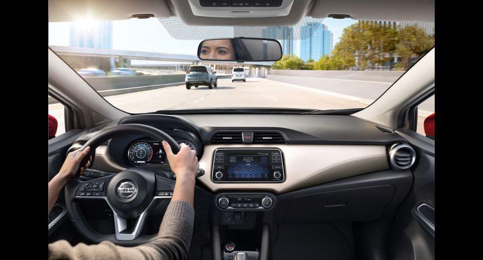 """También están disponibles características como aire acondicionado con climatizador, computadora de viaje avanzada a color de 7"""" (ADAD), sistema GPS integrado en el audio, entre otros de acuerdo al grado de equipamiento."""