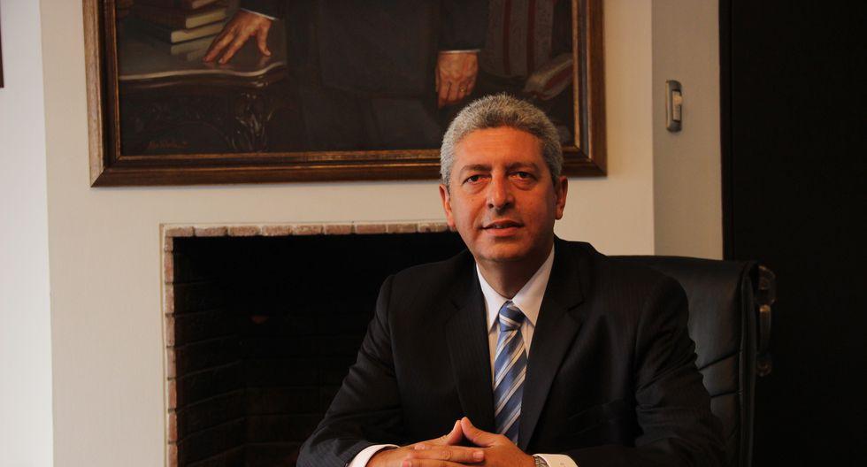 El abogado Carlos Torres Morales, socio principal del Estudio Torres y Torres Lara Abogados (TYTL Abogados), fue reconocido como uno de los mejores abogados del Perú en el área Corporativo y Fusiones, según última edición del ranking de Best Lawyers 2020.
