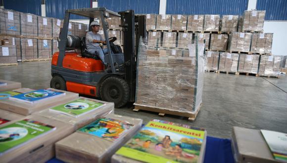 Los ejemplares distribuidos hasta el momento comprenden cuadernos de trabajo en castellano y en 27 lenguas originarias. (Foto: Minedu)
