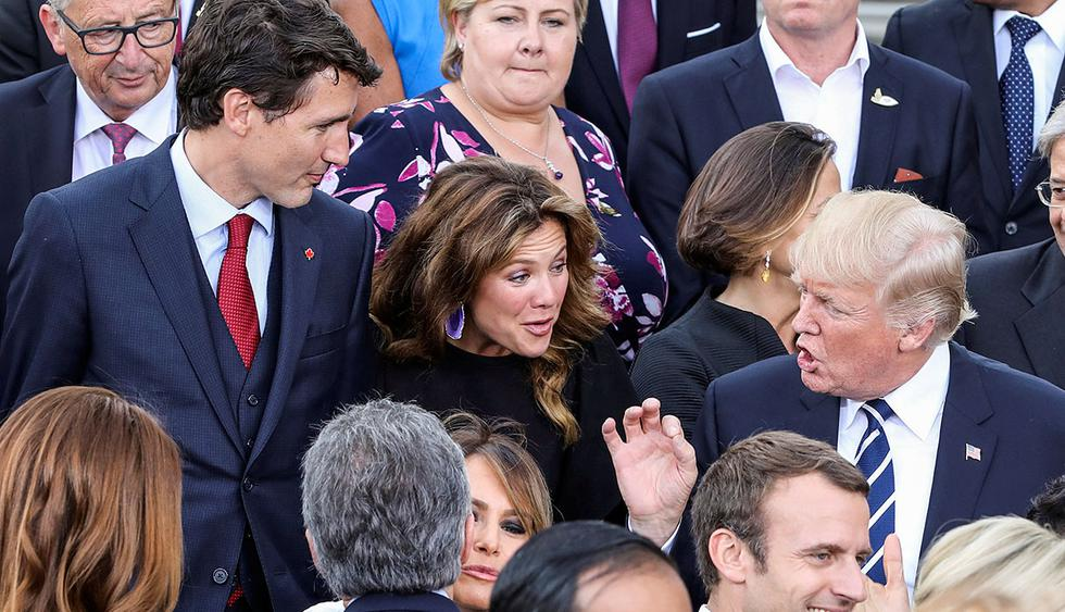 US President Donald Trump (R) talks with Canada's Prime Minister Justin Trudeau (L) and his wife of Canada's Prime Minister Sophie Gregoire (C) as US First Lady Melania Trump (front C) and French President Emmanuel Macron (front R) talk with others after a family photo of the participants of the G20 summit and their spouses prior a concert at the Elbphilharmonie in Hamburg, northern Germany, on July 7, 2017.      REUTERS/LUDOVIC MARIN/Pool