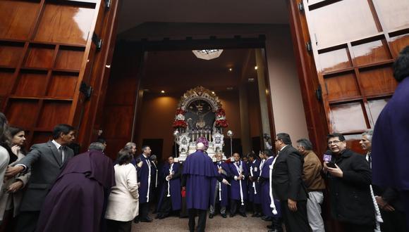 Imagen del Señor de los Milagros en su primer recorrido procesional. (Fotos: Cesar Campos / GEC)