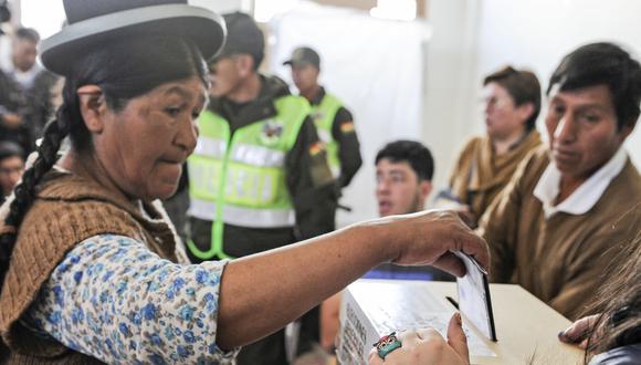 En medio del lío entre Carlos Mesa y Evo Morales, la OEA intenta fungir como una tercera parte imparcial que permita definir los resultados de los comicios mediante una auditoría electoral vinculante que iniciará este jueves 31. (AFP)