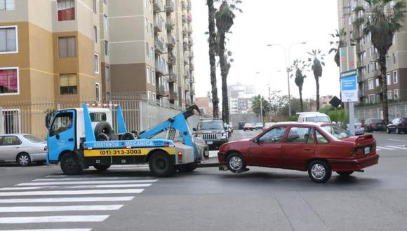 La multa por estacionar mal el vehículo es de 10% de una UIT, es decir 415 soles. La medida tiene por finalidad garantizar el libre tránsito y hacer respetar el paso del peatón. (Difusión)