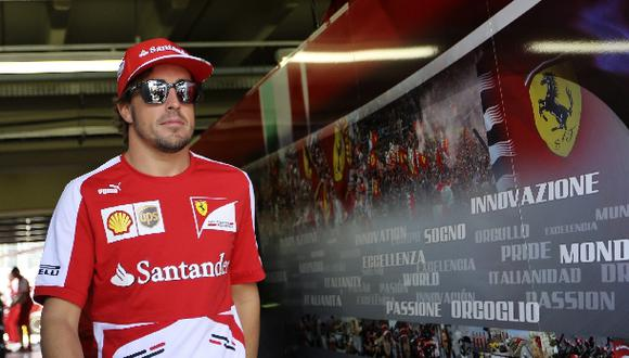 Piloto Fernando Alonso y su cabalístico número 14