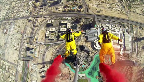 VIDEO: Dos hombres saltan desde el edificio más alto del mundo