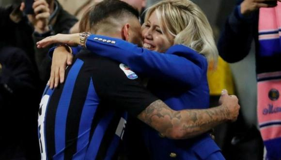 El auto de la representante y pareja de Mauro Icardi, Wanda Nara, recibió un piedrazo y con ello, aumentó la tensión entre el jugador y el Inter de Milán (Foto: agencias)