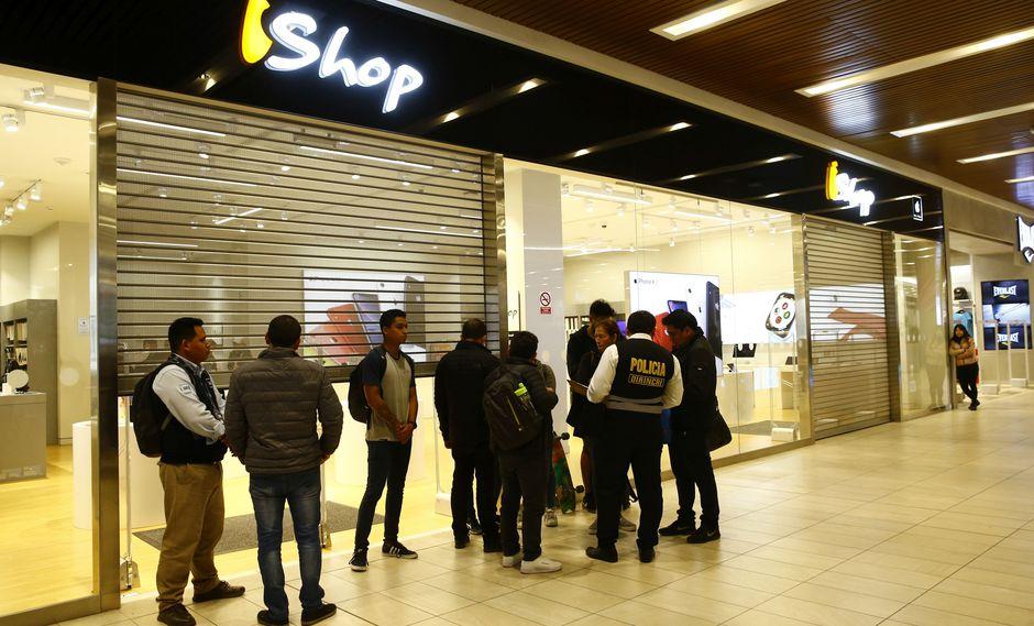 Asalto en tienda iShop ubicada en el Jockey Plaza. (Foto: Allen Quintana)