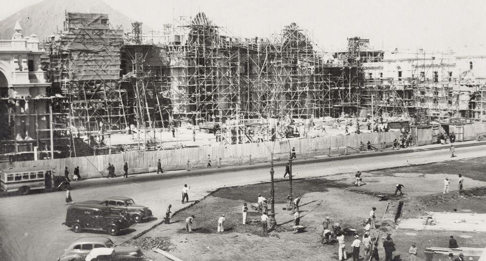 Una vista desde lo alto hacia la construcción del Palacio de Gobierno en el año 1937. Esta construcción (la tercera a lo largo de su historia) es la que conservamos en la actualidad.