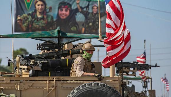 Tropas estadounidenses patrullan territorios kurdos en Siria, en la frontera con Turquía.  AFP / Delil SOULEIMAN