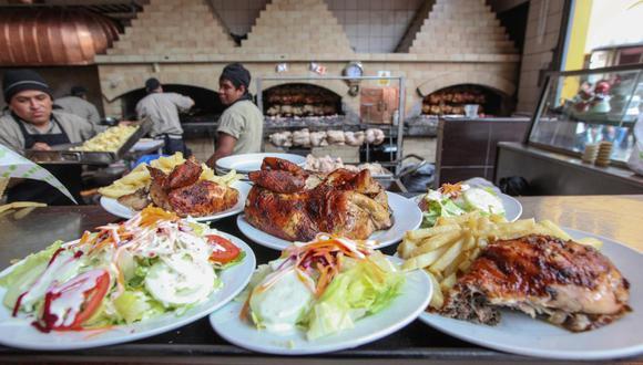 El domingo 21 es el día nacional de pollo a la brasa, miles de peruanos salen en familia a festejar el día del plato bandera del país.