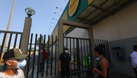 Metro señaló que han activado los protocolos sanitarios como la desinfección en ambas tiendas y el aislamiento domiciliario de los trabajadores que tuvieron contacto con los contagiados.  (Foto GEC)