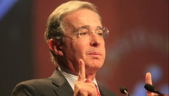 """Diputados chavistas piden declarar a Uribe persona """"non grata"""""""