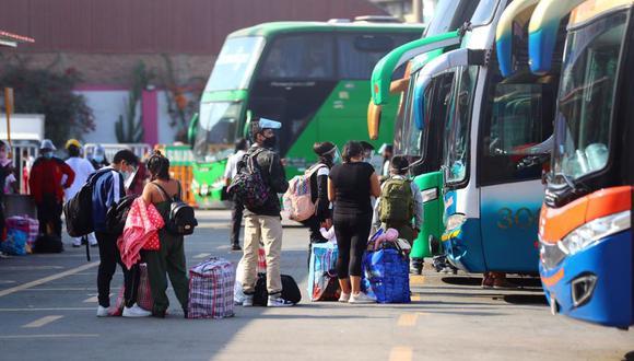 Terminal de Yerbateros presenta aumento de demanda de pasajeros para viajar al interior a un día de las elecciones del domingo 6 de junio (Foto: Hugo Curotto/@photo.gec/ Archivo Referencial)