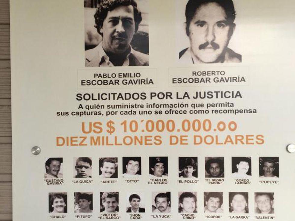 Este era el cartel de recompensas que las autoridades ofrecían por Pablo escobar y sus sicarios. (Foto: EL TIEMPO).