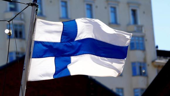 La bandera de Finlandia en Helsinki. (Foto: Reuters/Ints Kalnins)