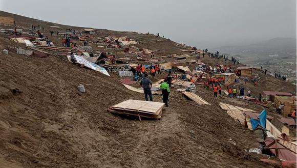 Se encontraron más de 65 módulos prefabricados a base de madera y calaminas, los cuales habrían sido colocados por invasores de terrenos en los distritos de Ate y Santa Rosa. (Foto: SBN)
