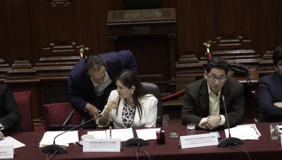 En la última sesión, el debate fue presidido por Karina Beteta (Fuerza Popular), quien reemplazó en la conducción a Pedro Olaechea. (Foto: Anthony Niño de Guzmán / GEC)