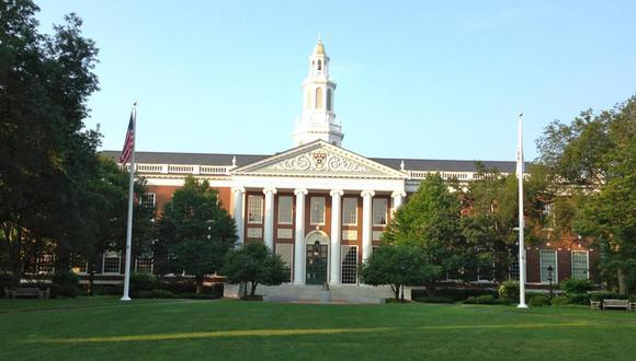 Así puedes postular a becas para Harvard, Oxford, Cambridge y otras universidades
