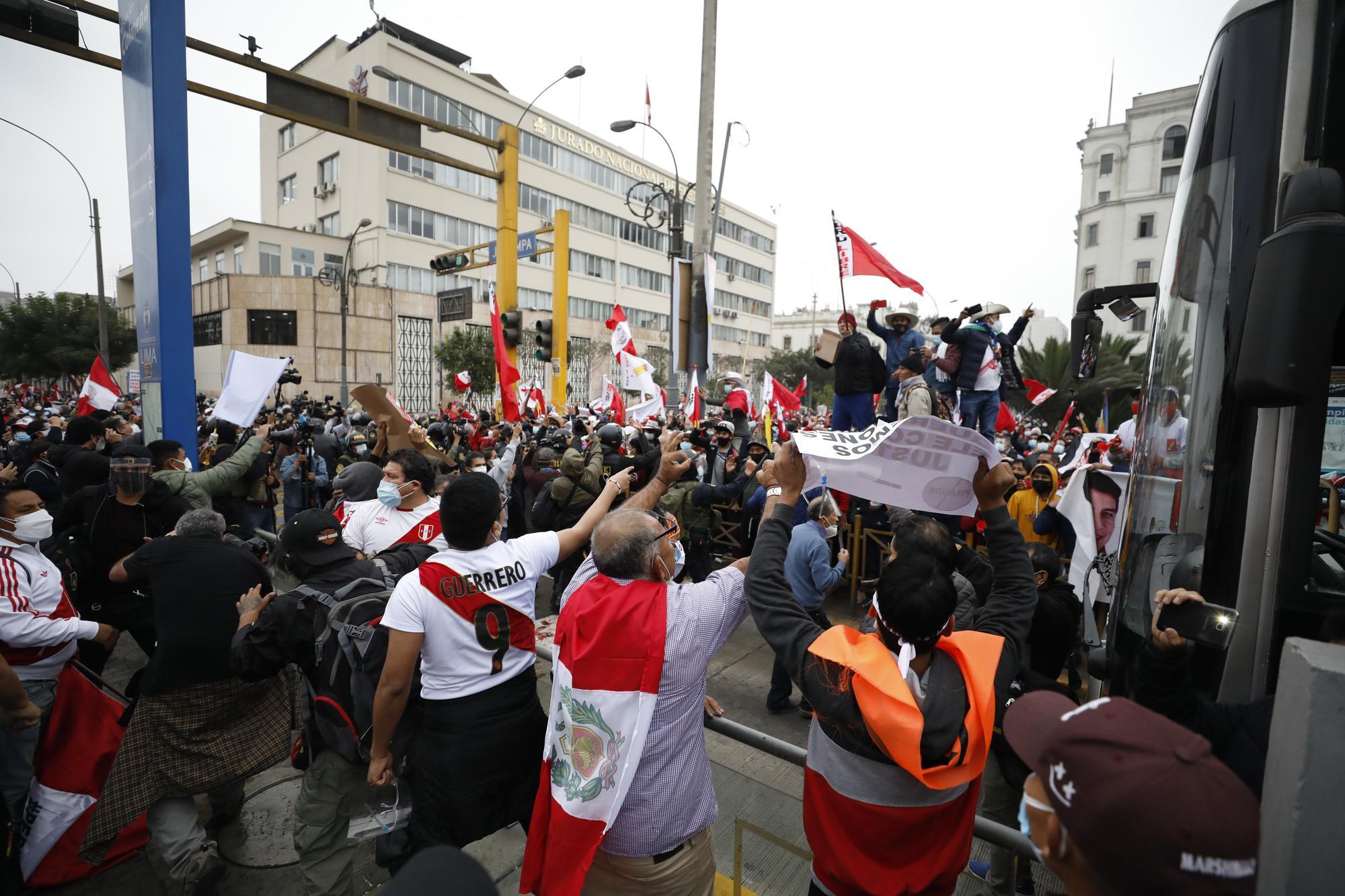 La polarización se acentúa en las calles de Lima una semana después de las elecciones