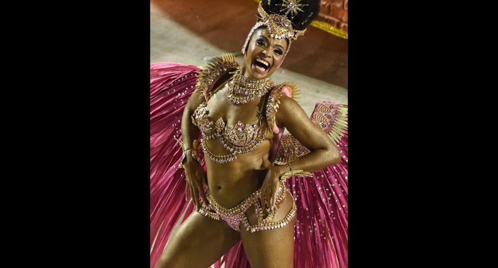 Ni la lluvia paró la fiesta en el carnaval de Río de Janeiro - 15