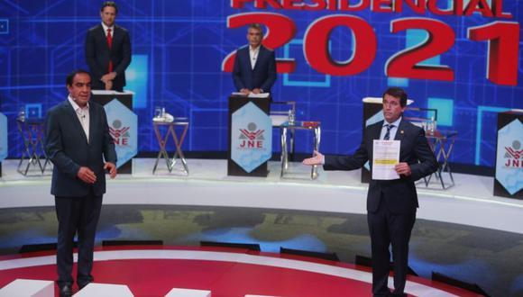 Rafael Santos se mostró provocador con Yonhy Lescano, Daniel Salaverry y Julio Guzmán en la tercera y última fecha del debate presidencial del JNE. (Foto: Mario Zapata / GEC)