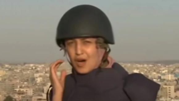 Una periodista, en una salida por TV desde Gaza, fue testigo de un bombardeo israelí. (Foto: Captura de Video).