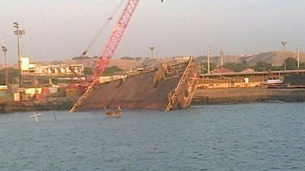Piura: barcaza en desuso se hundió en mar de Talara - 3