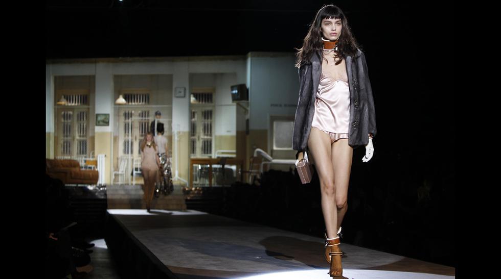 Versace, DSquared2 y Dolce & Gabbana relanzan la minifalda - 1