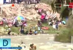 Peruanos visitan la ribera del río Lurín en Manchay