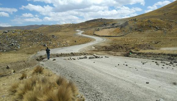 El tramo del corredor minero que cruza la comunidad de Cancahuani ha sido bloqueado. (Foto: cortesía)