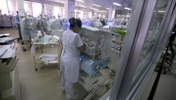 La Defensoría del Pueblo solicitó a las autoridades asegurar que los  hospitales de nivel 3 cuenten con una incubadora por cada mil nacimientos. (GEC)