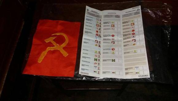 Hallan banderas con símbolo de la hoz y el martillo en cédulas