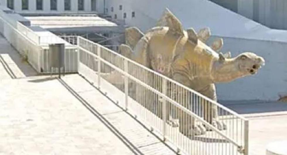 Spain: Man dies trapped inside decorative dinosaur statue