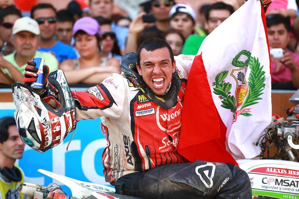 Dakar 2014: pilotos peruanos festejan en la meta de Valparaíso - 1