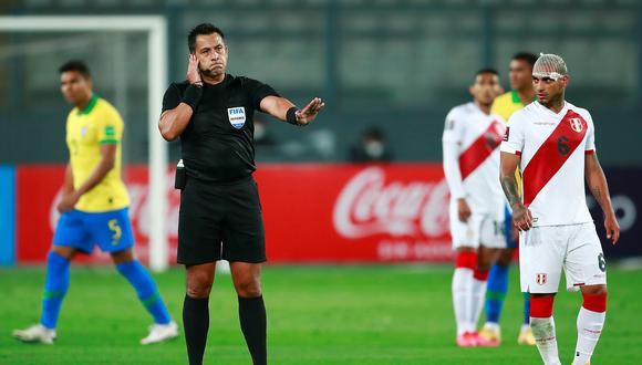 Reunieron 225 mil firmas para retirarle licencia al árbitro chileno Bascuñán tras el Perú vs. Brasil