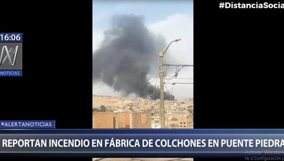 El incendio se puede ver desde cualquier punto de Puente Piedra. (Foto: captura Canal N)