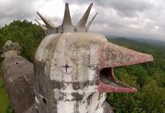 El excéntrico edificio en forma de gallina en Indonesia [VIDEO]