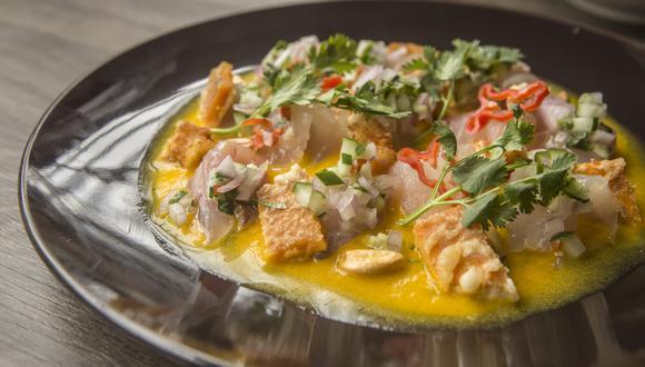 Tiradito al ají amarillo, con pesca del día, chalaquita de kiuri, trozos de camote en tempura y langostinos al panko. (Fotos: Maricé Castañeda)