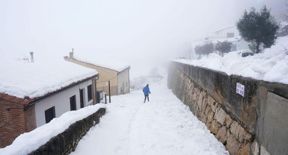 Desde el domingo, el este de España se ha visto azotado por este temporal, con abundantes precipitaciones de agua y nieve, rachas de viento de alrededor de 100 kilómetros por hora y olas por encima de diez metros. (Foto: Reuters)