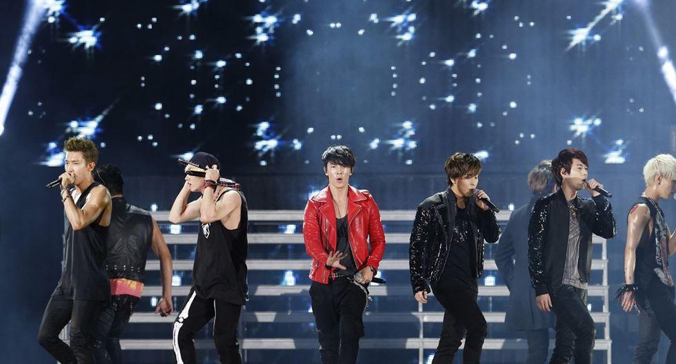 Super Junior en una de sus presentaciones en enero de 2013.