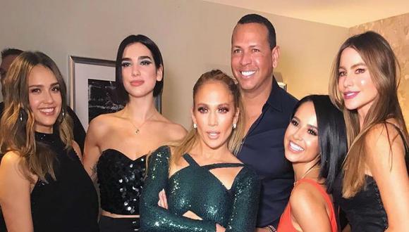 La cantante Jennifer Lopez publicó fotografía junto a sus amigas en su cuenta personal de Instagram. Imagen cuenta con más de 800 mil likes.  (Foto: Instagram)