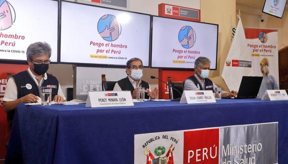 El ministro de Salud, Óscar Ugarte, explicó que en estos días se empezará a vacunar a los adultos mayores de 80 años que viven en SJL, luego se inmunizará a los de SMP. (Foto: Minsa)
