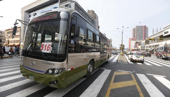 Los buses de la línea 516 del corredor verde transitan por una ruta no autorizada por Protransporte. (Foto: Archivo El Comercio)