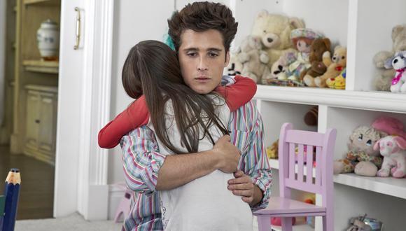 Luis Miguel conoce a su hija, Michelle Salas, en la segunda temporada de la serie. Foto: Netflix.