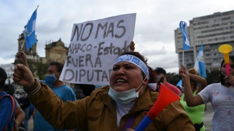 Miles de personas se manifestaron este fin de semana en la capital de Guatemala y otros puntos del país. (AFP).