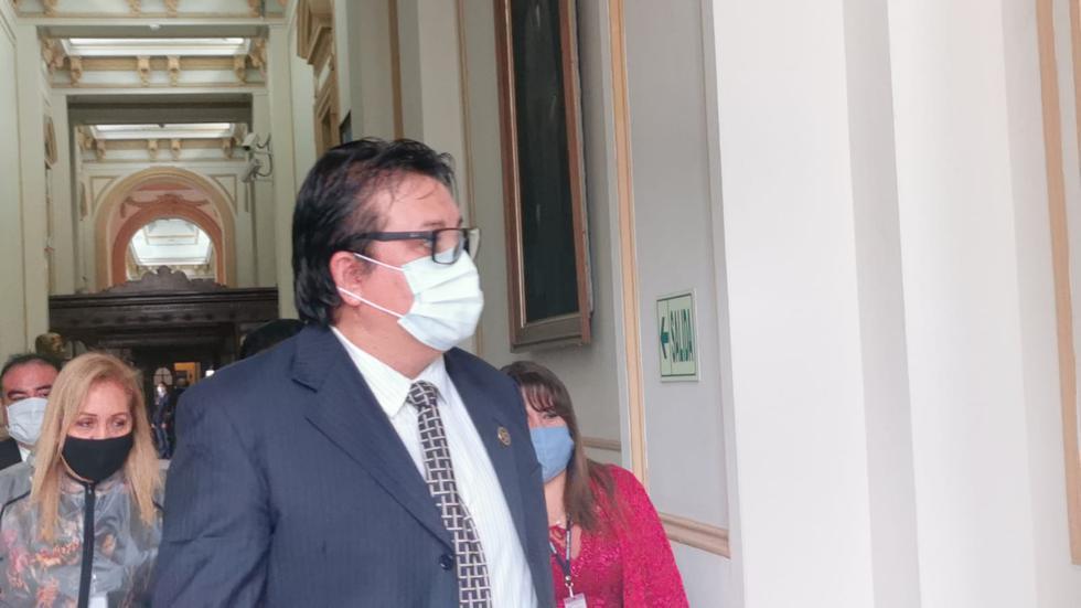 Richard Cisneros a su llegada a la Comisión de Fiscalización. (Foto: Congreso)